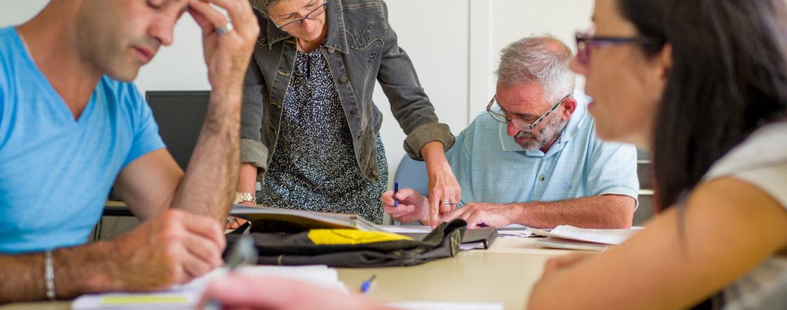 Un atelier à l'association CLE avec apprenants, formateurs salariés et bénévoles