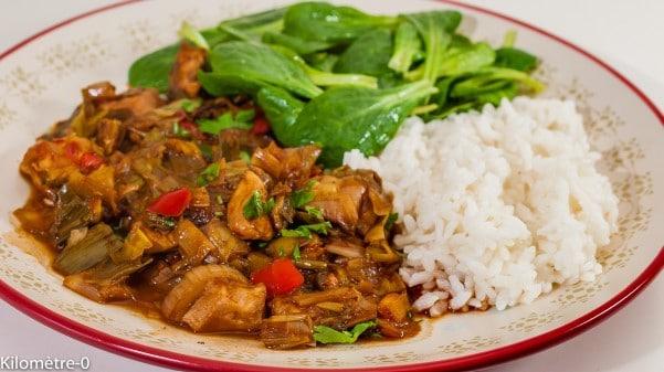 Mon plat préféré, c'est du riz avec poulet et des légumes.
